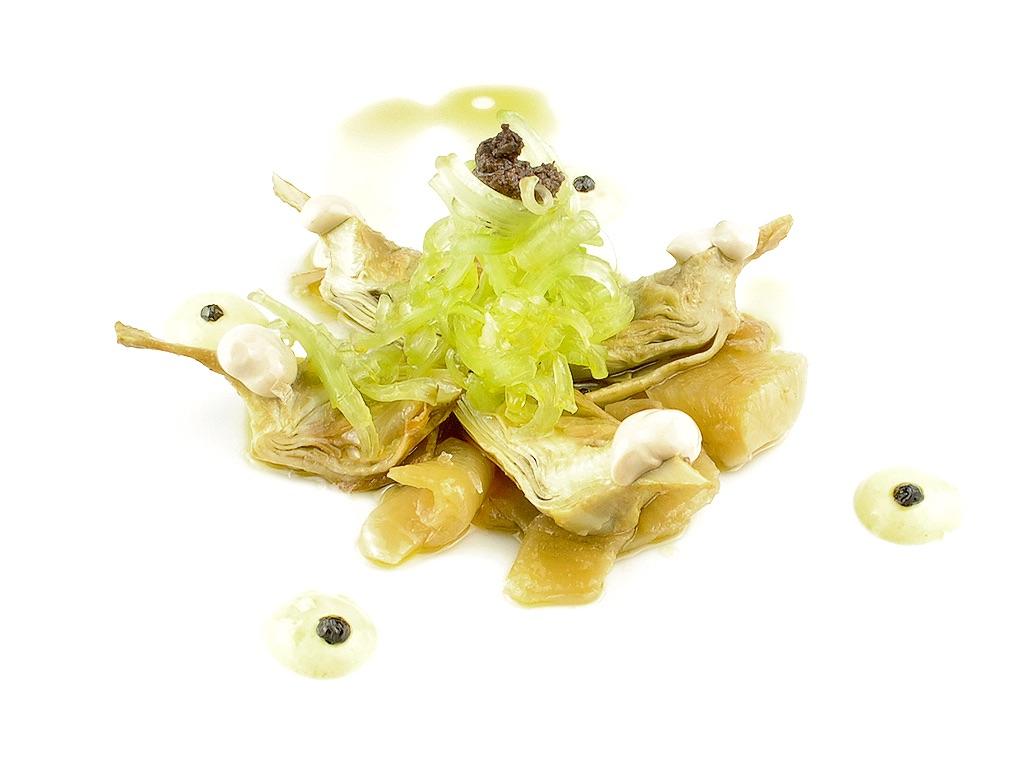Ensalada de alcachofa escabechada y borraja cruda-0